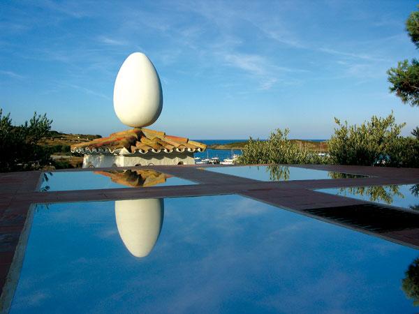 Die weltberühmten Eier auf dem Wohnhaus Dalìs in Port Lligat bei Cadaques