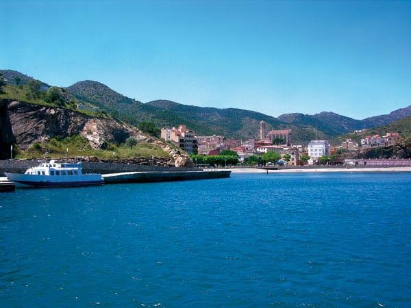Die schöne katalanische Stadt Portbou
