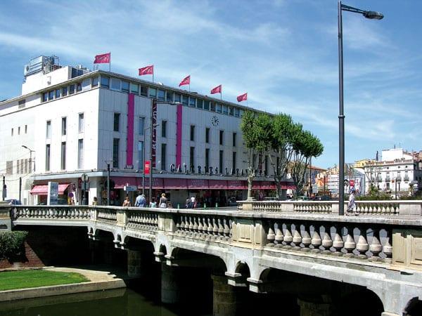 Grosses Kaufhaus Lafayette in der französischen Stadt