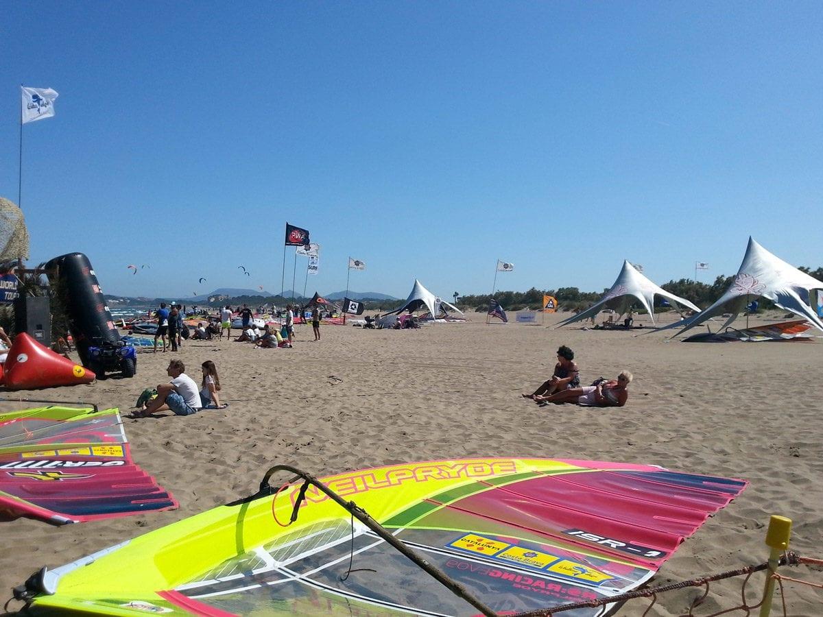 Surfer im Sand