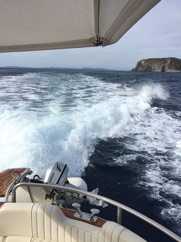 Cadaqués vom Boot aus