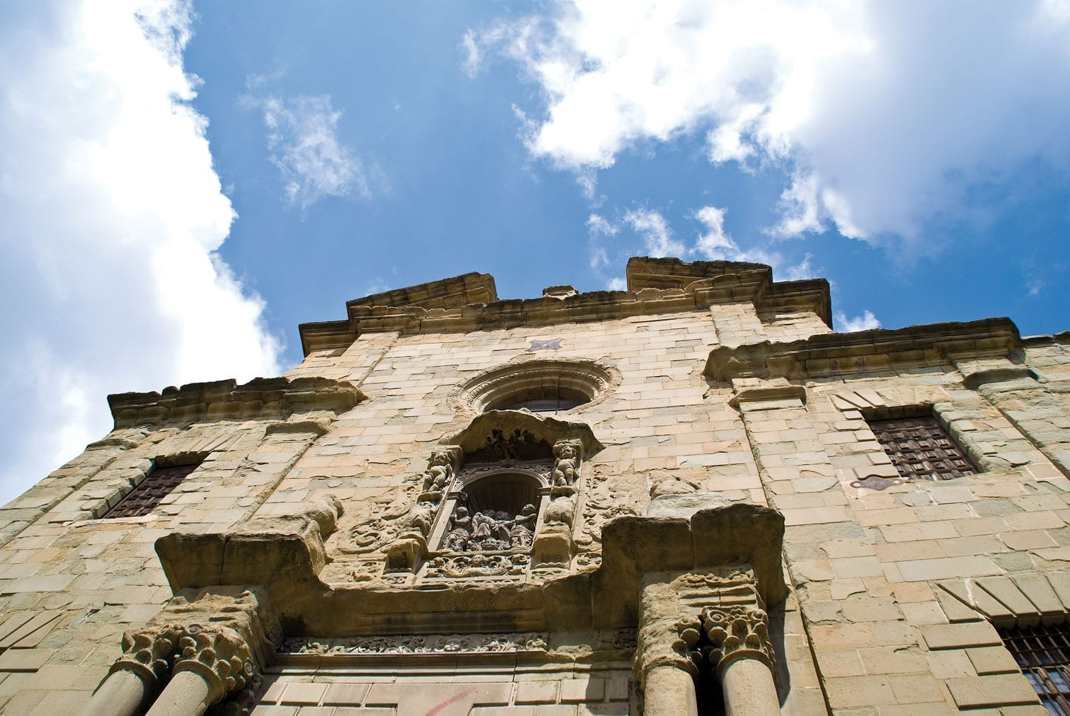 Vic Fassade Kirche