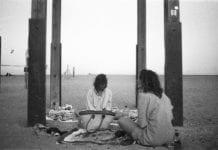 beach, strand, girls, costa brava, schwarz weiß Fotografie