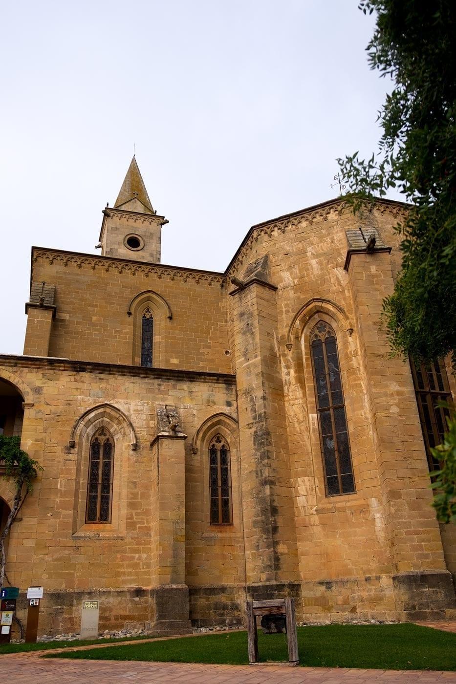 Monasterio de Santa María de Bellpuig de las Avellanes, gothische Kirchenfenster