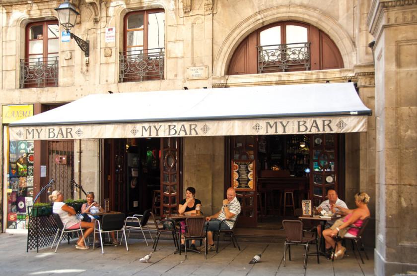 Schönes Ambiente in Barcelonas Cafés.