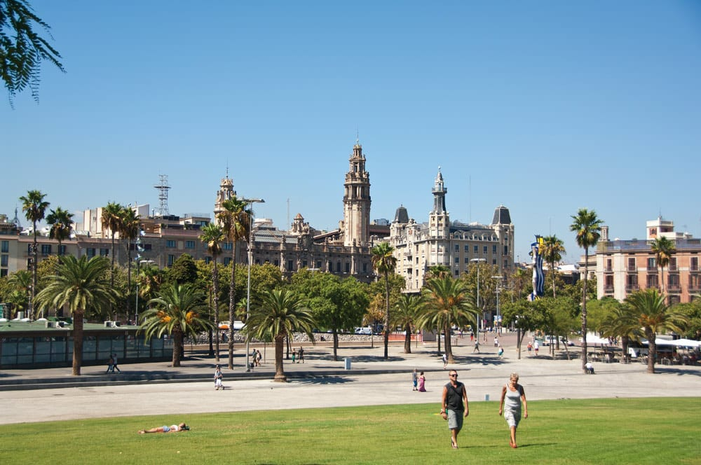 Blick auf die Stadt von Hafen aus.