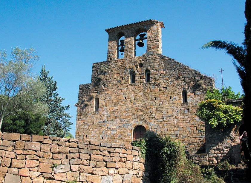 Kirche nahe Besalú zu Füßen der Pyrenäen - Ruta Romànica