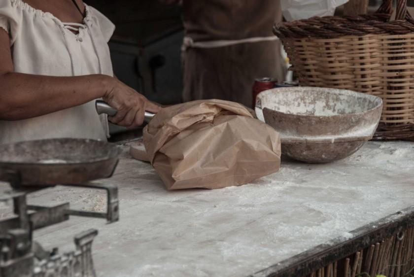 Besalú-Medieval-Mittelaltermarkt-Bäckerei
