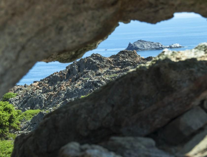 Cap de Creus- der Blick durch den Stein