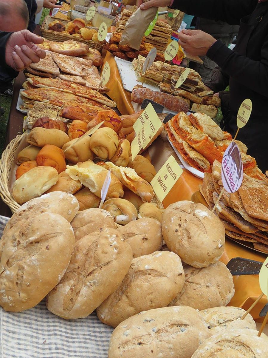 Brotspezialitäten beim Pferdeabtrieb in Espinavell