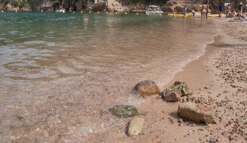 Buchten-Begur-Aiguablava-Strand-Steine