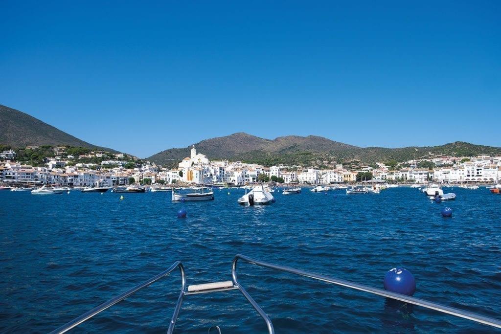 Die weiße Hafenstadt Cadaqués.