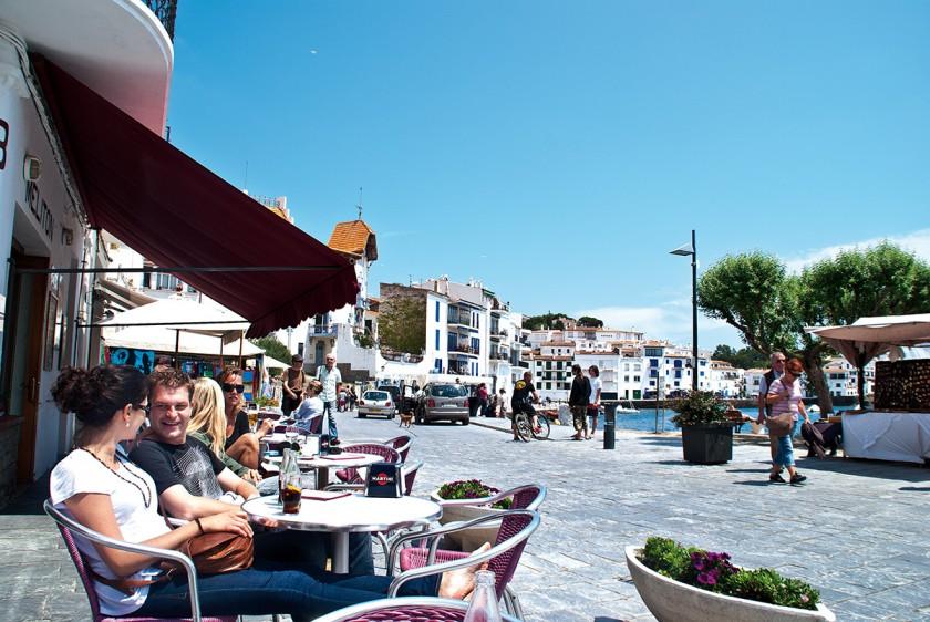 Ein Cafe mit Blick auf das Meer