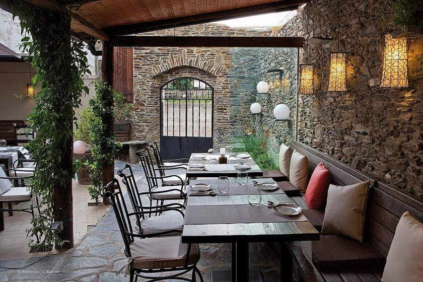 gemütliche Sitzecke auf der Terrasse im Compartir