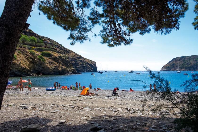 Cala Joncols mit Hotel und Strandbar