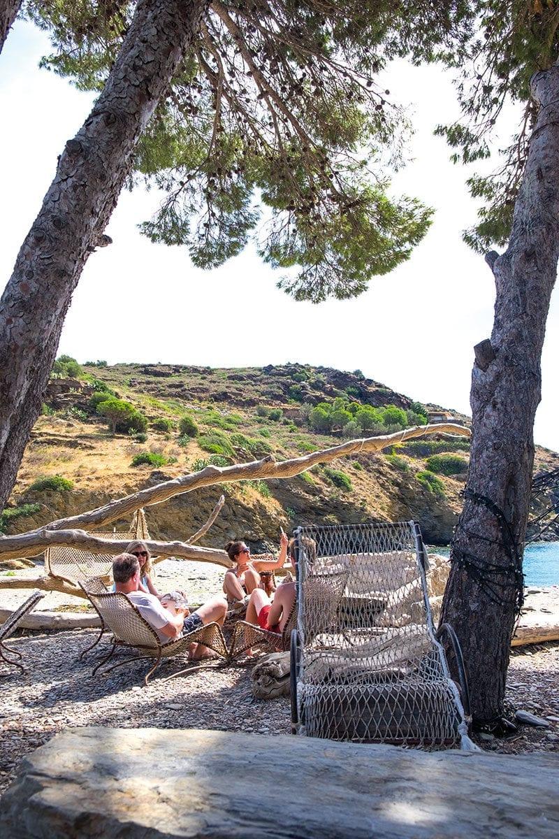 Strandbar an der Bucht von Cala Joncols
