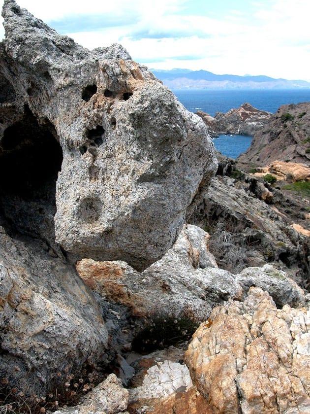 Bizarre Felsen kennzeichnen die Landschaft am Cap de Creus