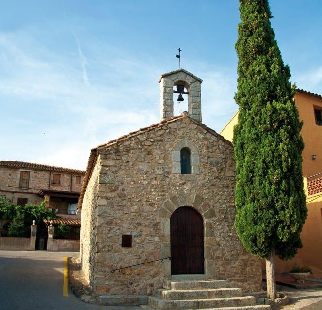 Nicht nur einen Kirchturm, sondern auch einen Glockenturm besitzt Capmany.