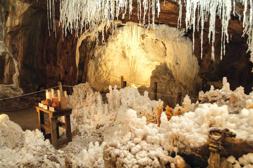Die Salzkristalle erinnern an Tropfsteinhöhlen.