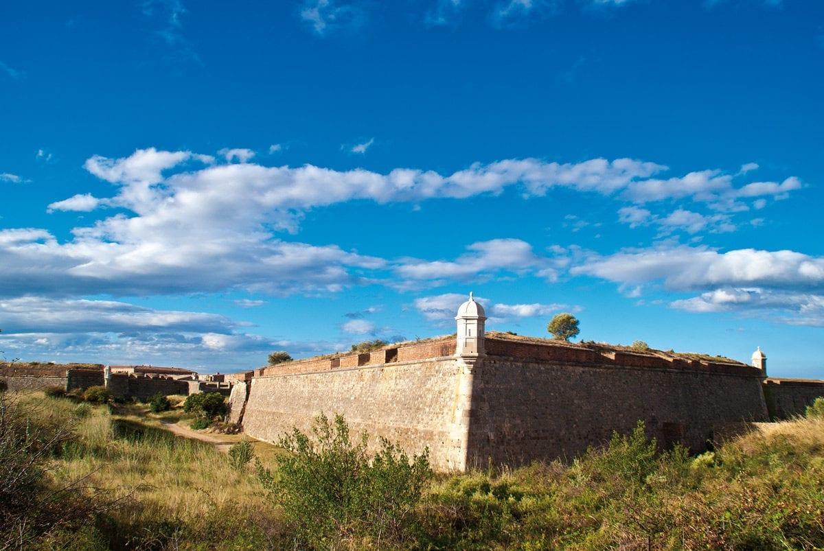 Castell Sant Ferran Aussenmauern