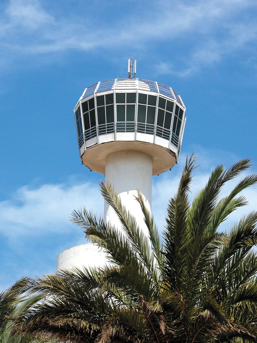 Der Turm vom Club Nautic gilt als Wahrzeichen