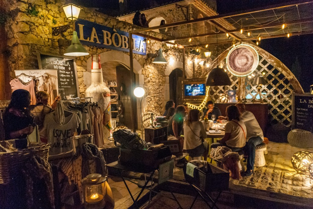 White-Summer-Lounge-Bar