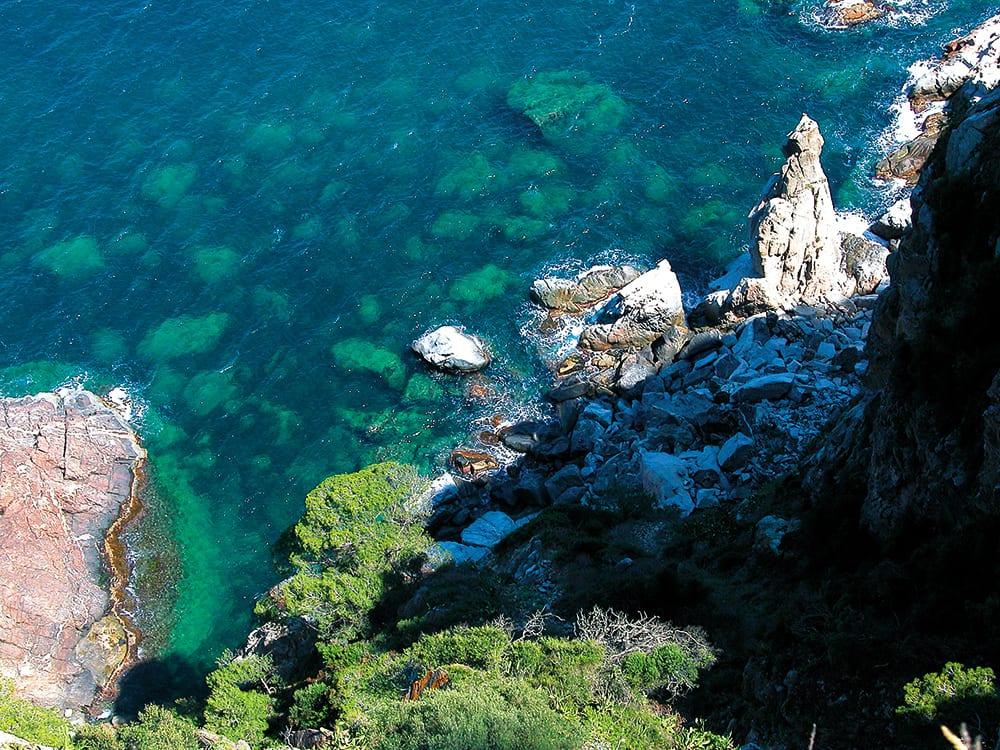 Malerische Bucht von oben.