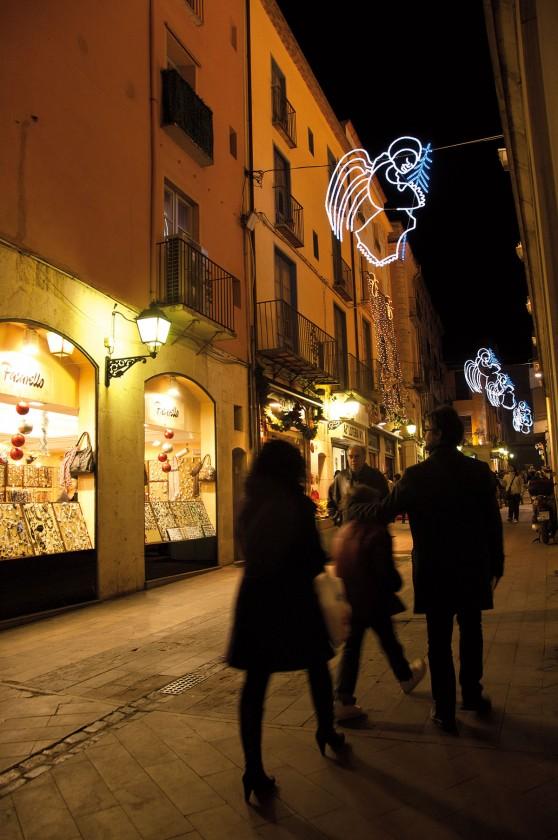 weihnachtlich geschmückte Straßen in Figueres