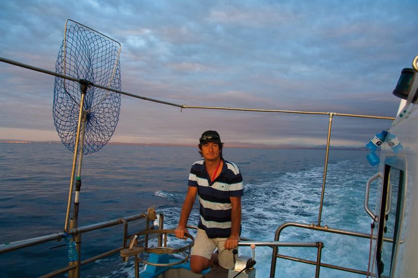 Fischer steuert sein Boot