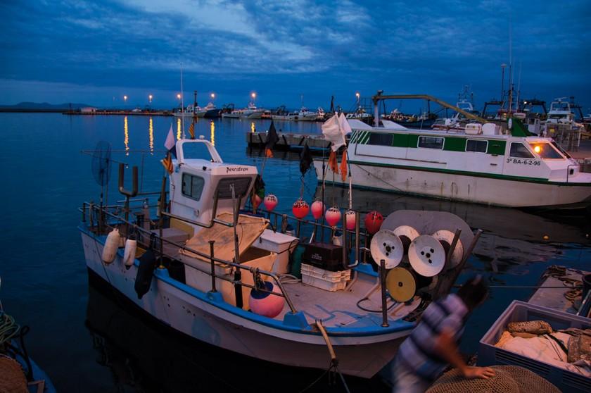 Fischerboot im Hafen von Roses
