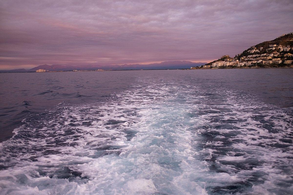 Heckwasser hinter dem Fischerboot