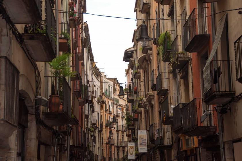 Girona-gasse-Innenstadt-Costa-Brava