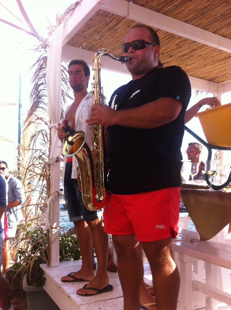 Saxofonist-Tobias-Beach-Bar-El-Pirata