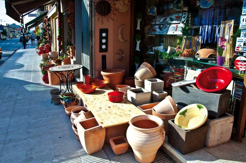Bunte Keramik in La Bisbal