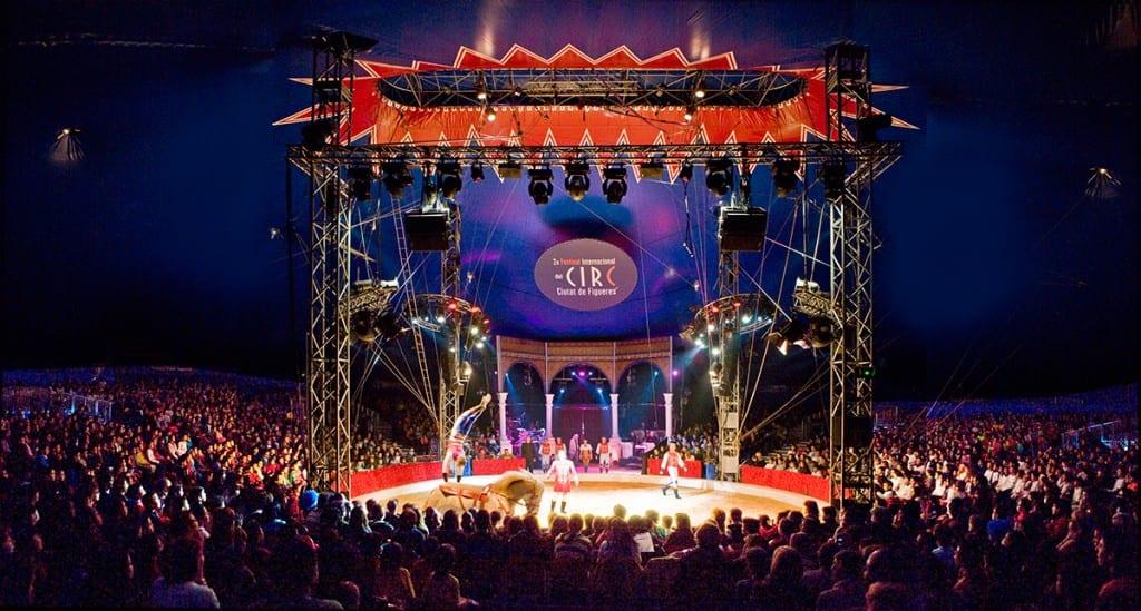 Manege-Zirkusfestival-abends