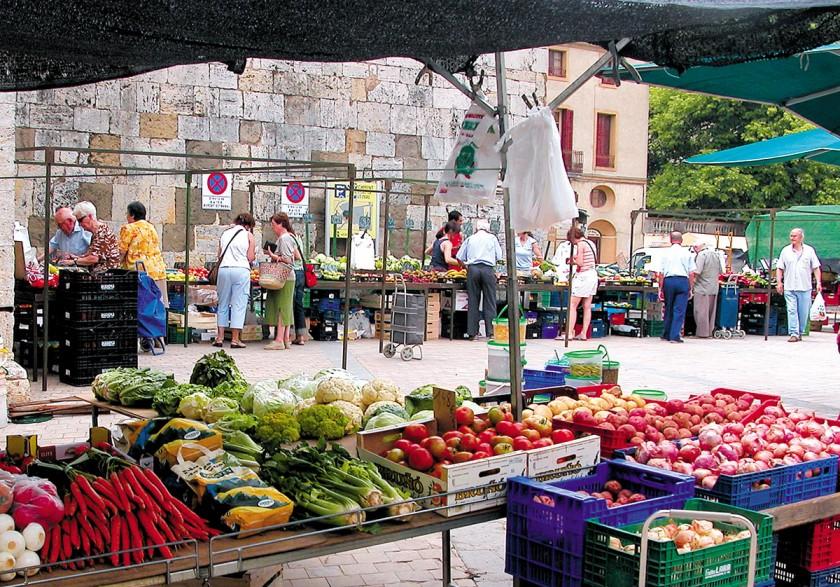 Buntes Markttreiben in Besalú