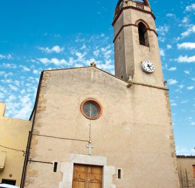 Der schöne Kirchturm von Mollet de Perelada