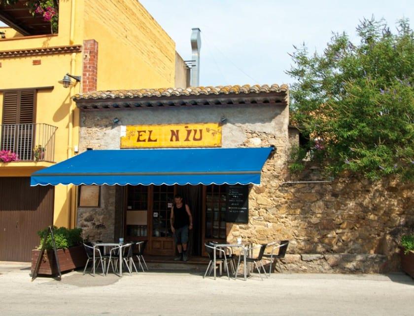 Das charmante Café des Dorfes.