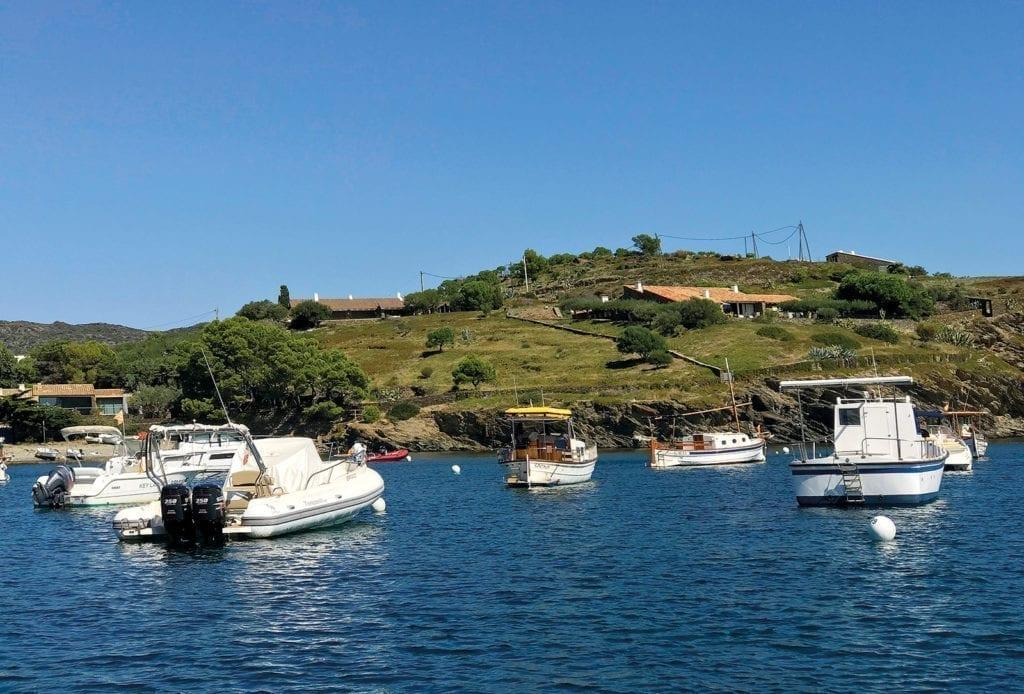 Buchtenhopping an der Costa Brava, Zwischenstopp am Hafen von Lligat