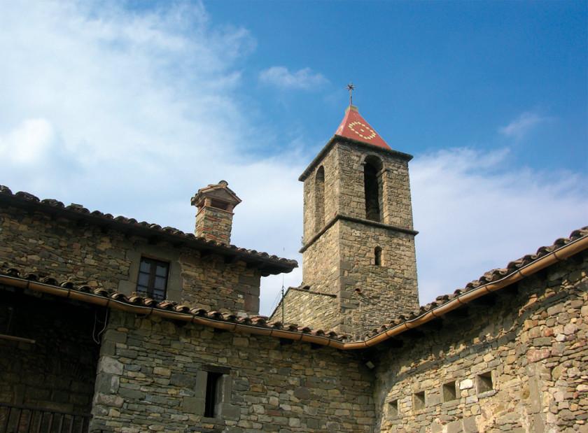 Der Kirchturm des malerischen Dorfes Rupit.