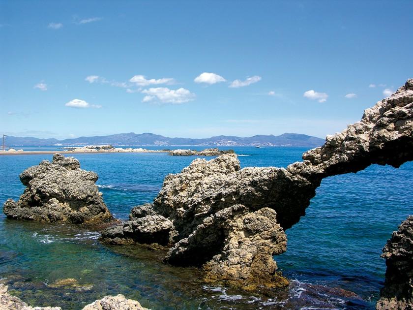 Felsskulpturen an der Küste von L'Escala