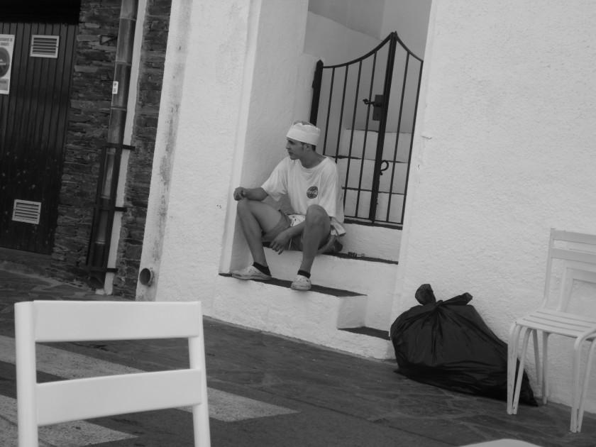 Ein Spanier macht Siesta in Cadaquës