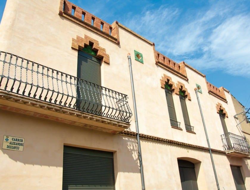 Die Architektur in Vilajuiga erinnert an den Kolonialstil.