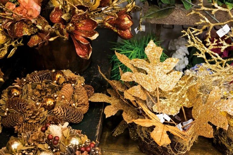 Kataloniens Großstädte zwischen Weihnachtsbäumen, Schaufensterdeko und Einkaufstüten