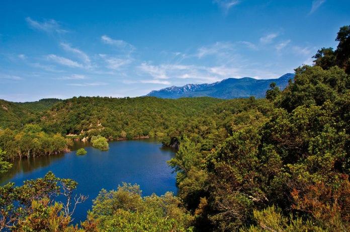 Boadella - der Stausee zu Füßen der Pyrenäene im Hinterland der Costa Brava