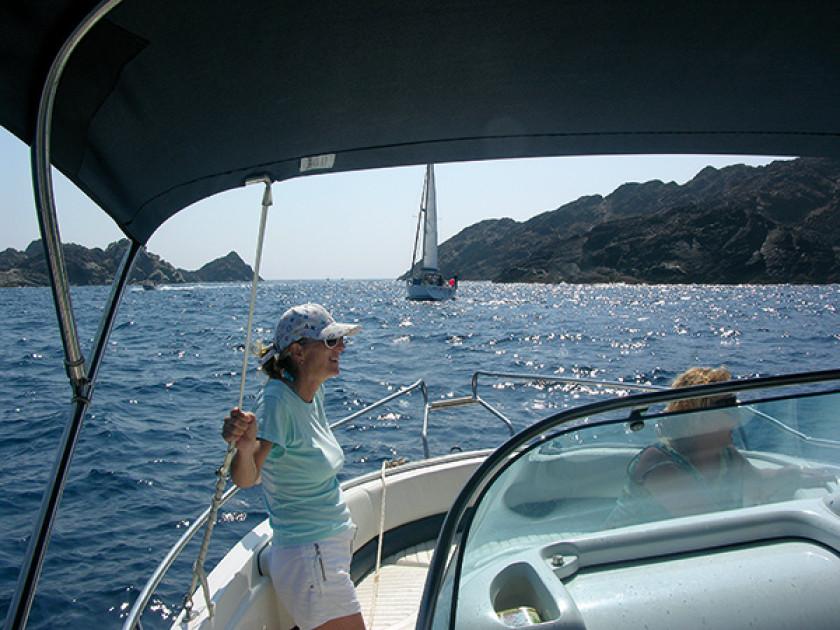 Unsere Freundin Jutta auf ihrem Boot.