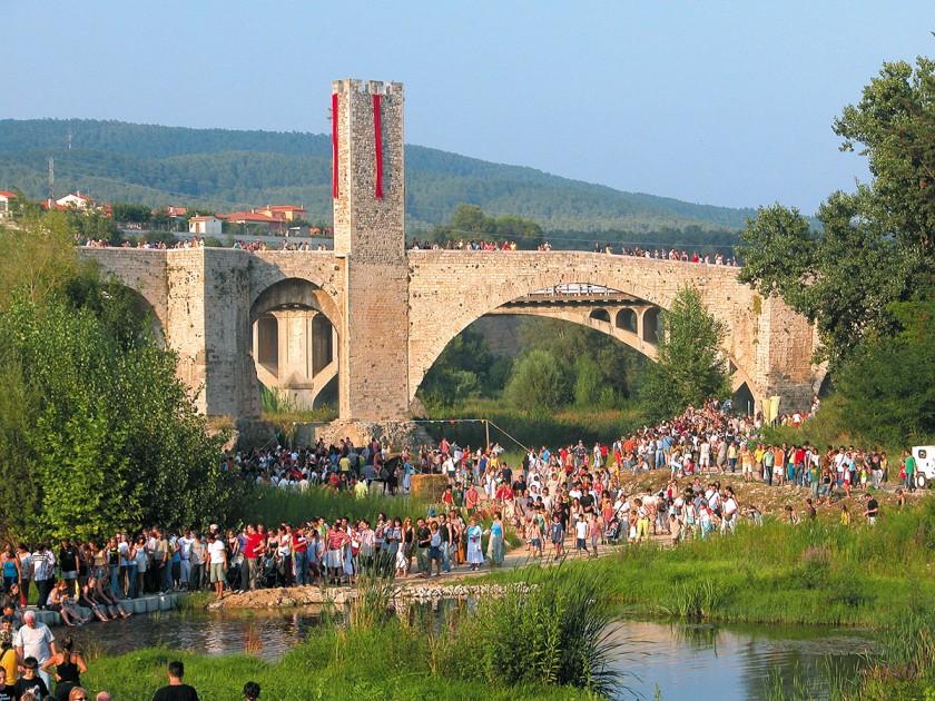 Pont Fortificat - die romanische Brücke von Besalú