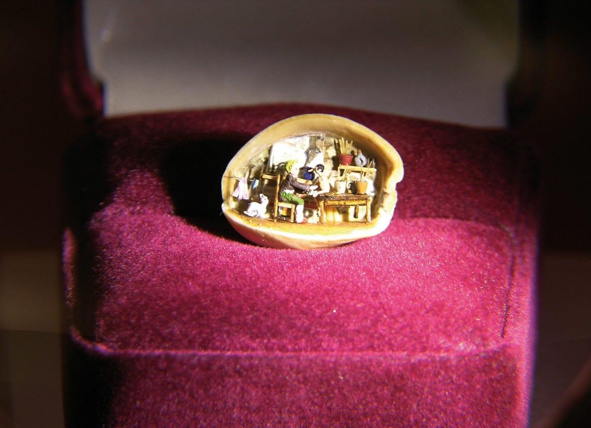 Miniaturmuseum Besalu Nussschale