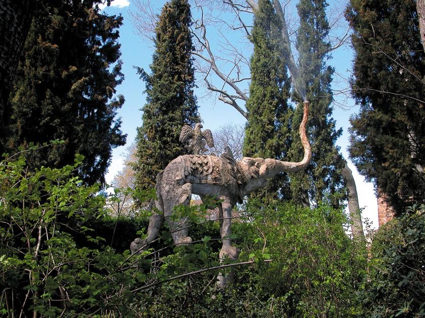 Elefant im Schlosspark Púbol