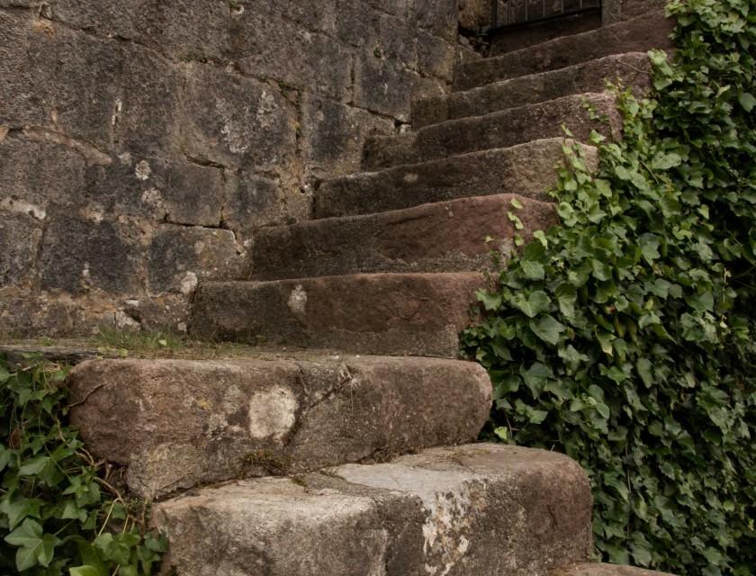 pyrenäen-kirche-treppen-berge